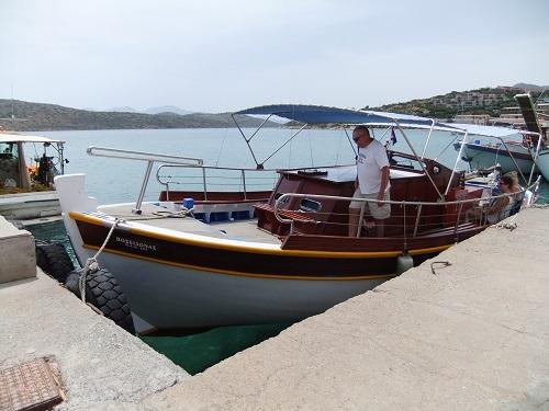 スピナロンガへの船