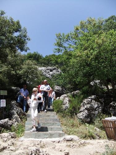 ディクテオン洞窟入り口
