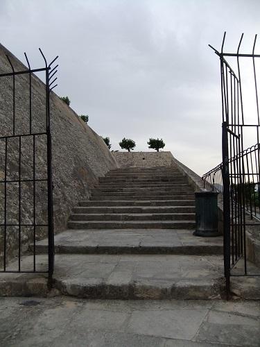 イラクリオ_カザンツァキスの墓の入り口