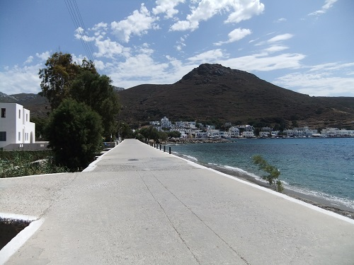 アモルゴス_アモス・ビーチ沿いの道