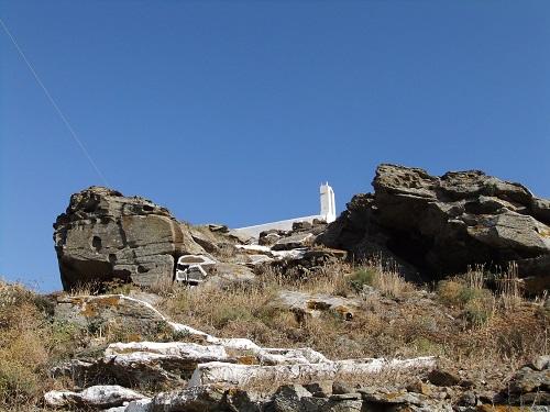 イオス_ホラの高台の教会