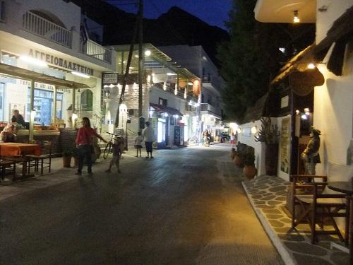 シフノス_夜のカマレス・メインの通り