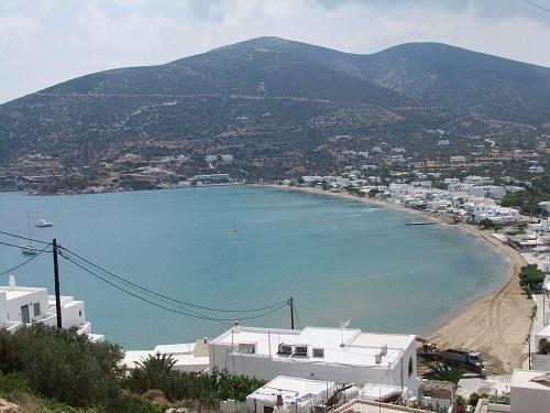 シフノス_高台から見たプラティス・ヤロス