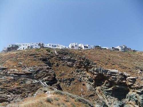 シフノス_エプタマルティロスから見上げたカストロ