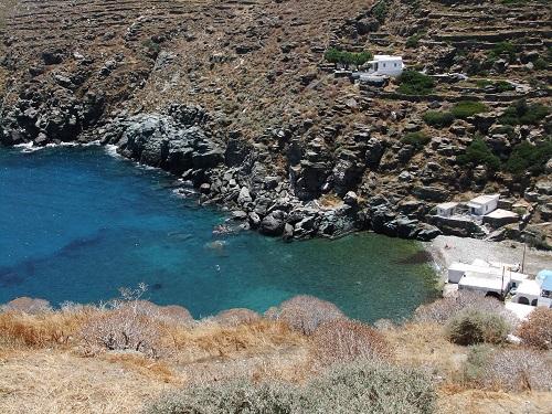 シフノス_カストロの眼下のビーチ