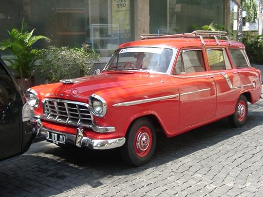 クラシックカー赤