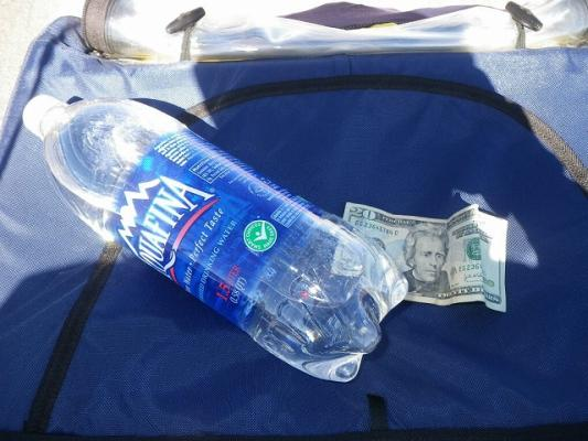 water_and_20dollars