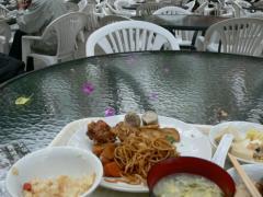 食事と花びら