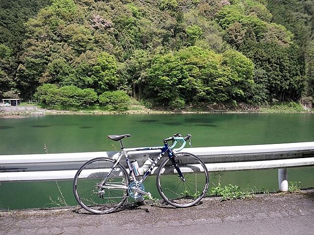 黒渕ダムとバイク_R