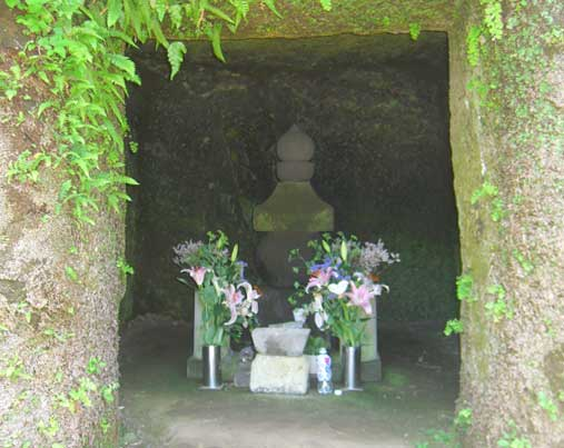 北条政子墓