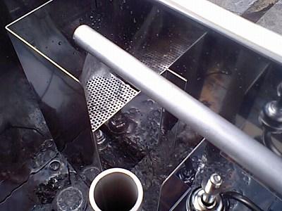貯湯タンク給湯中