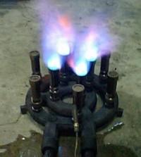 火口連立バーナーないりん燃焼中