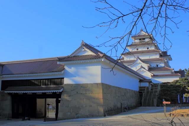 会津城 天守と黒金門