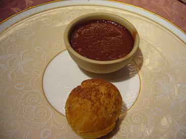 日和庵からバレンタインのプティデザート チョコレートムースとシュークルーム