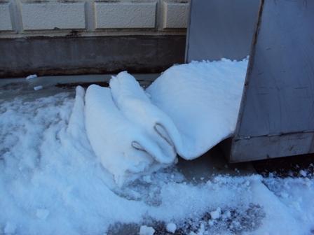 滑り台と雪の反物1