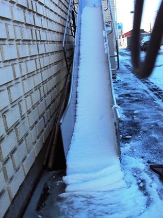 滑り台と雪の反物2