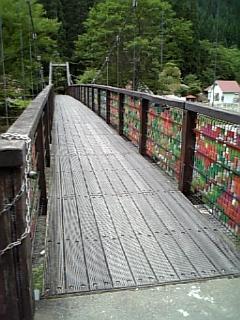 駐車場→キャンプ場へ渡る吊り橋