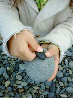 つるつるなまぁるい石。