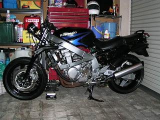 ZZR400141.jpg