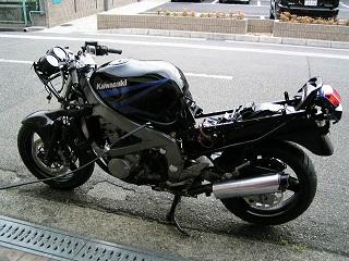 ZZR400181.jpg