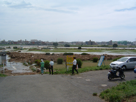 台風後の河原0001