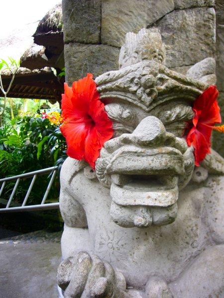 チャンプハンホテル(入り口の石像)