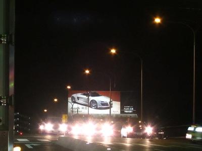 20110302_暗闇に浮かぶあの車!