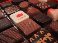 200px-Valentines_Day_Chocolates_from_2005.jpg