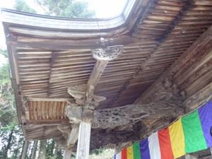 川見薬師寺さんの蝦虹梁の龍
