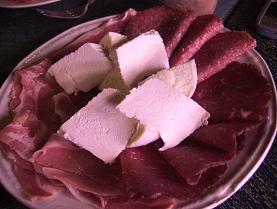 生ハムとチーズの前菜