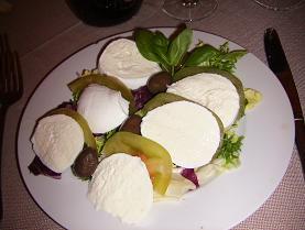 モッツァレラチーズ(トマトと合わせたカプレーぜ)