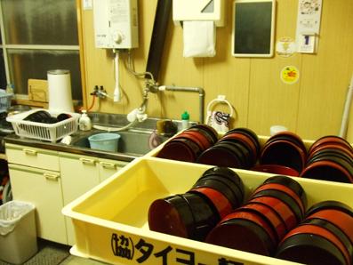 丼は各自で洗います