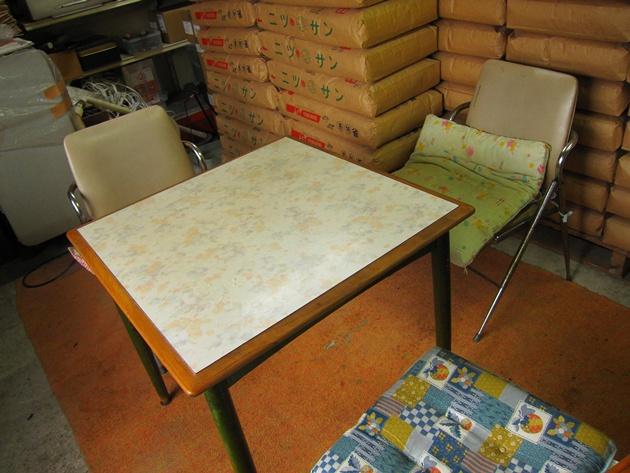 三谷 テーブル