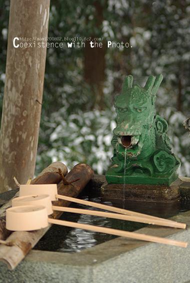 雪降る神社03