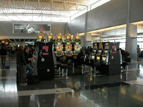 マッキャラン空港