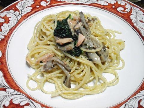 鮭-鮭と舞茸・小松菜のクリームパスタ
