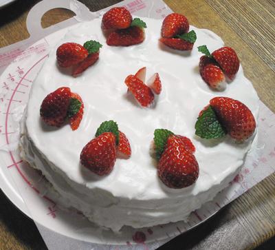 デコレーションケーキ-イチゴ