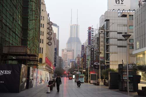 早朝の南京東路