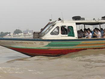 4 チャオプラヤ川・渡船
