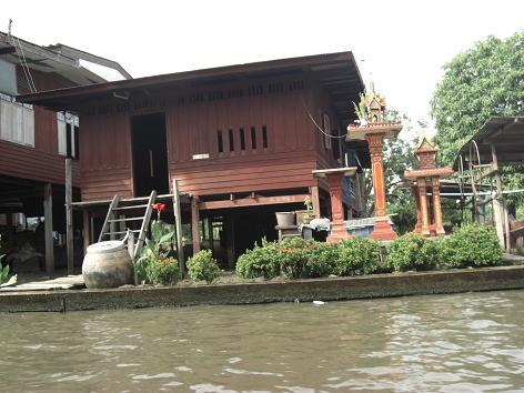 9 高床式の住居