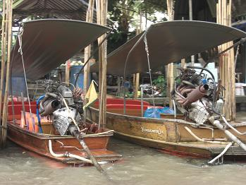 10 水路のエンジン付きボート