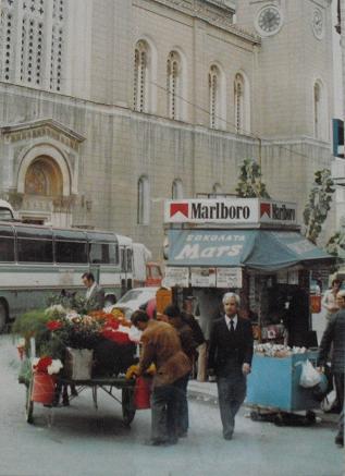 1 32年前のアテネの街角