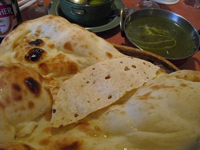 4 インド料理・ナン