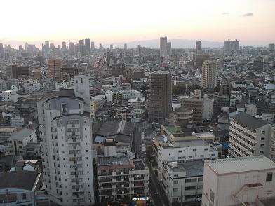 2 大阪市内より六甲山方面