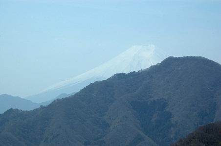 大岩壁から富士を眺める