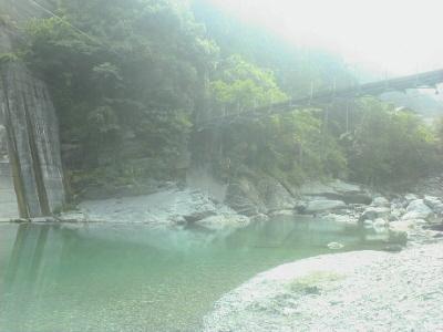 川で泳ぐ穴場
