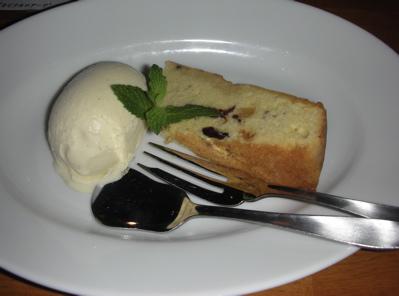 レーズンとナッツのバターケーキ
