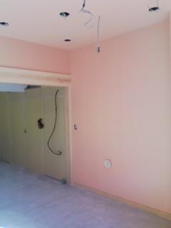 店舗の壁をピンクに塗りました