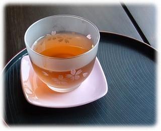 暑いですね。  冷たい 「 麦茶 」 をどうぞ 。。。