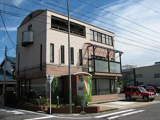 2階の左部分が 「 美園 」 です。